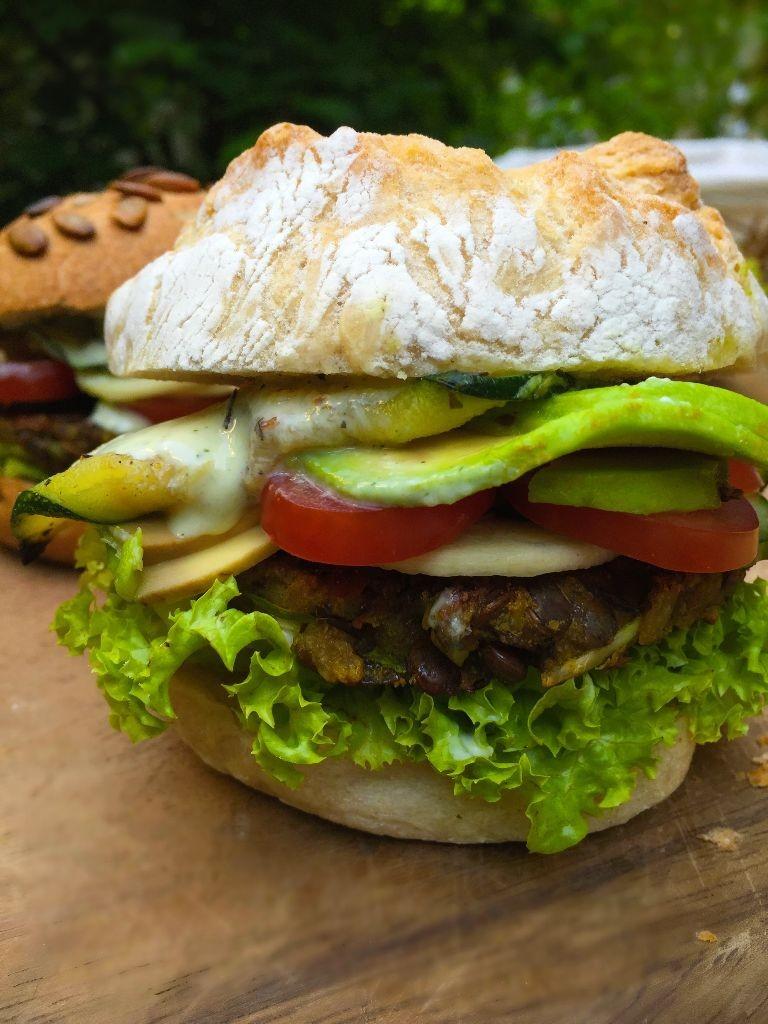 Veganer Reis-Linsen Burger, gegrill