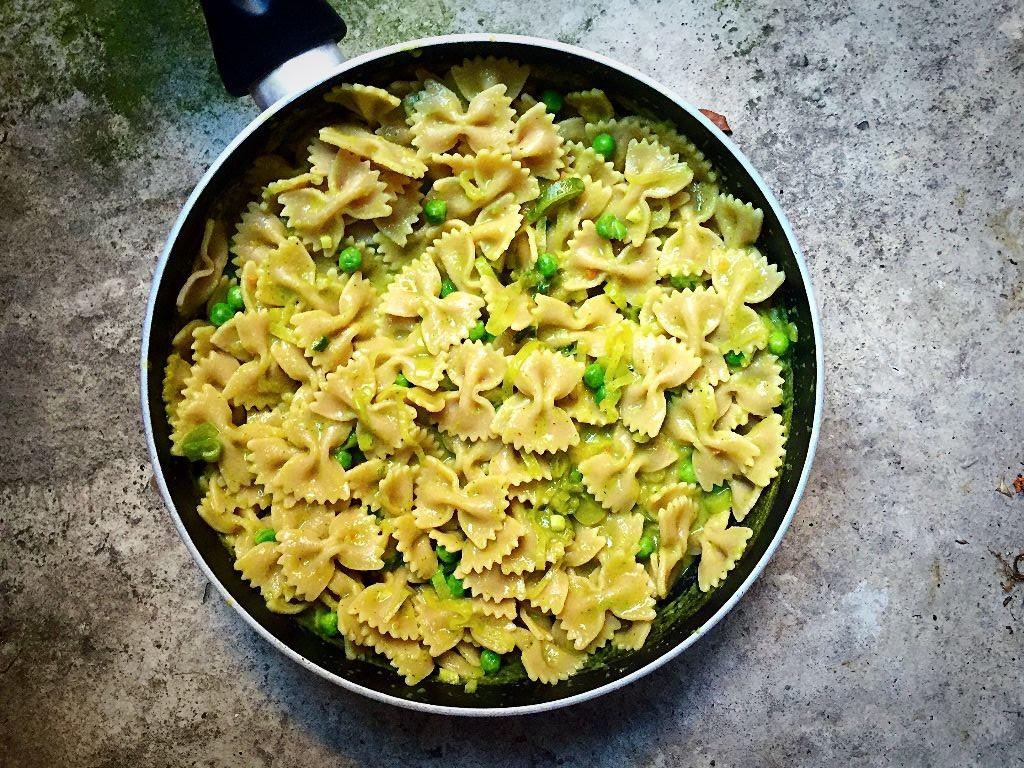 Pasta with green veggie Sauce