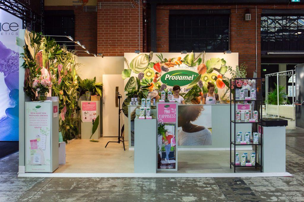 Dschungelschön: Der Provamel Stand auf der Glow Convention