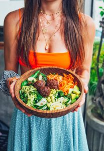 DIY Bowl with Tempeh Balls and all the good Veggies